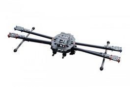 Drohne mit einklappbaren Armen